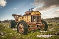 Övergiven traktor Royaltyfri Fotografi