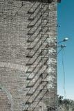 övergiven trappa för facadefabriksjärn arkivbild