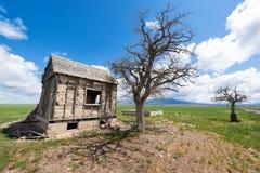 Övergiven vägrenhydda bredvid rutt 50, lantliga Utah, USA Royaltyfri Bild