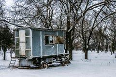 Övergiven vagn i vintern av Tiraspol Transnistria Arkivbild