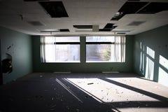 övergivet byggande kontor royaltyfria foton