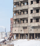 Övergivet höghus i Norilsk Arkivfoto