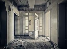 övergivet hall Arkivbilder