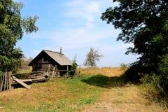 övergivet hus Arkivfoto