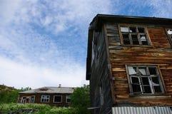 Övergivet hus i en militär town Royaltyfria Foton