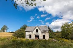 Övergivet hus i New Brunswick Arkivbild