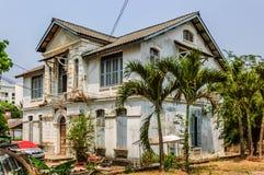 Övergivet hus, Vientiane, Laos Arkivfoton