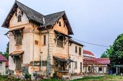 Övergivet hus, Vientiane, Laos Arkivbilder