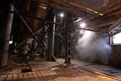 övergivet industriellt gammalt rostigt för fabrik arkivbilder