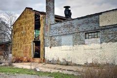 övergivet industriellt lager för ytterfabrik Arkivfoto