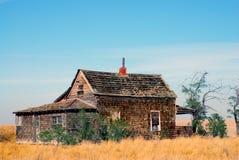 övergivet lantgårdfälthus oregon Arkivbild