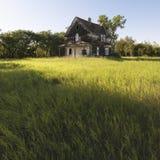 övergivet lantgårdhus royaltyfri bild