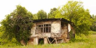 övergivet spökat hus royaltyfri fotografi