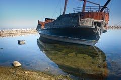 övergivna gammala piratkopierar shipen Arkivbild