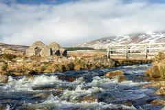 Övergivna gruvarbetare som bygger i Dublin Mountains Arkivbilder