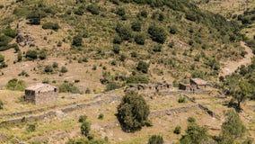 Övergivna stenlantgårdbyggnader i den Balagne regionen av Korsika Royaltyfria Bilder
