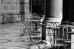 övergivna stolar Fotografering för Bildbyråer