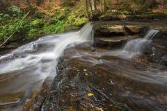 Överkant av Beecher Creek Falls Royaltyfri Bild