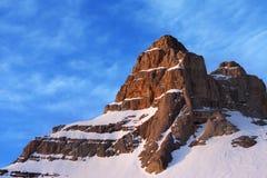 Överkant av berget på soluppgång Arkivfoto