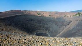 Överkant av Cinder Cone på Lassen den vulkaniska nationalparken Arkivbilder