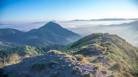 Överkant av de Carpathians bergen Arkivfoto
