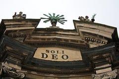 Överkant av fasaden av dominikankyrka och kloster I Royaltyfria Foton