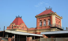 Överkant av järnvägsstationen i Agra, Indien Royaltyfri Fotografi