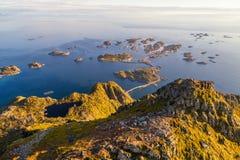 Överkant av monteringen Festvagtinden på Lofoten öar i Norge Royaltyfria Bilder