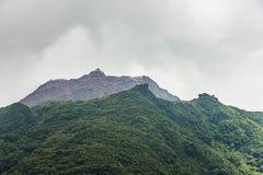 Överkant av monteringen Unzen som fotvandrar slingan i Kumamoto, Japan Royaltyfri Fotografi