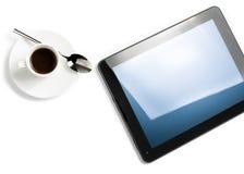 Överkant av sikten av koppen kaffe och den digitala minnestavlaPC:n, begrepp av ny teknik Fotografering för Bildbyråer