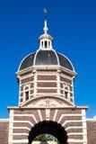 Överkant av stadsporten Morspoort, Leiden, Nederländerna Royaltyfria Bilder