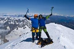 överkant för alpsbergsbestigaresucces Arkivbild