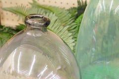 överkant för bakgrundsflaskclose upp white Arkivbild