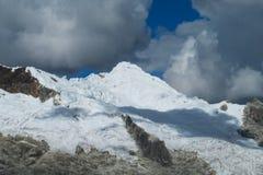 Överkant för Huascaran snöberg Arkivfoto