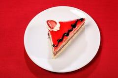 överkant för jordgubbe för skiva för cakechokladsås Arkivfoton