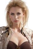 överkant för sequins för modeflickastående Royaltyfri Foto