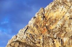 Överkant för steniga berg, nära solnedgång, Sicilien Royaltyfri Foto