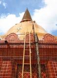 Överkant för trappa upp till av pagoden Arkivfoton