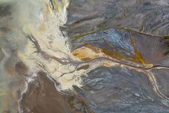 Överkant ner sikt på abstrakta modeller och former av mineraliska förlorade floder från kraftverket royaltyfri fotografi