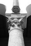 Överkanten av den klassiska kolonnen, marmorsten Royaltyfri Bild