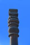Överkanten av järnpelaren i den historiska komplexa Qutuben Minar Arkivfoton