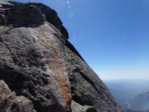 Överkanten av Moro Rock och dess fasta vaggar textur - sequoianationalparken, Kalifornien, Förenta staterna royaltyfri foto