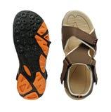 Överkanten för skodon för sandalen för man` s och sular på vit bakgrund Arkivfoto
