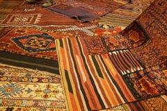 Överlappande mattor med invecklade Kurdish modeller Royaltyfria Foton