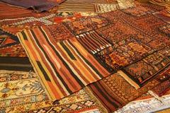 Överlappande mattor med invecklade Kurdish modeller Royaltyfri Foto