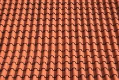 överlappar det orange taket för bakgrund tegelplattor Arkivbild