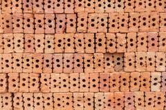 Överlappning för röd tegelsten Röd tegelsten som används i konstruktionen av väggen Arkivbild