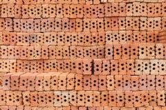 Överlappning för röd tegelsten Röd tegelsten som används i konstruktionen av väggen Royaltyfri Foto