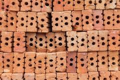Överlappning för röd tegelsten Röd tegelsten som används i konstruktionen av väggen Arkivfoton