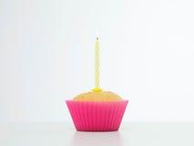 Överrrakningfödelsedagmuffin Fotografering för Bildbyråer